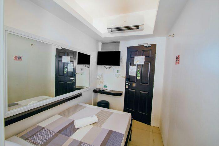 JJ-Midcity-Inn-Semi-Double-Room-1